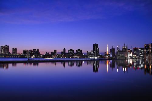 reflection japan tokyo evening nikon cityscape nightscape dusk 東京 nightview bluehour 夜景 夕景 harumi magichour cityview 晴海埠頭 東京湾 d5000 nikond5000
