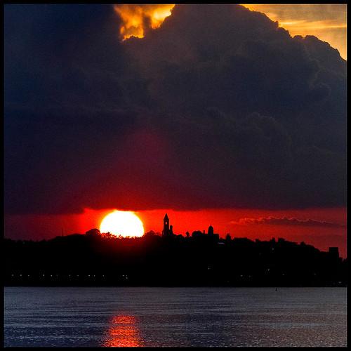 sunset sun tower sol del clouds sunrise canon river soleil tramonto sonnenuntergang serbia coucher du 7d belgrade puesta 70200 danube zemun dorcol gardos