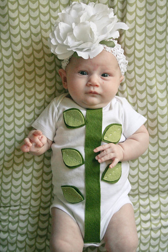 Easy-peasy DIY baby flower costume! | yourwishcake.com | by wishcake
