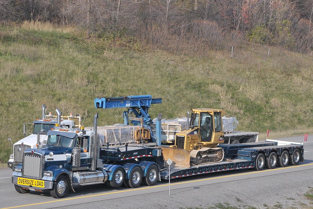 Ottawa Greenbelt Construction 11-2 Kenworth & lowboy trailer 19 truck Ottawa, Ontario 10312011-83 ©Ian A. McCord