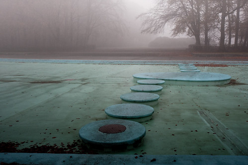 Paddling pool with steps and fog