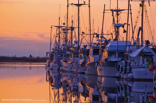 sunset reflection boats bc columbia british steveson blinkagain