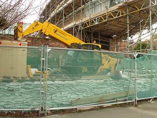 River Severn, Worcester - building site - river side house - JCB Loadall | by ell brown