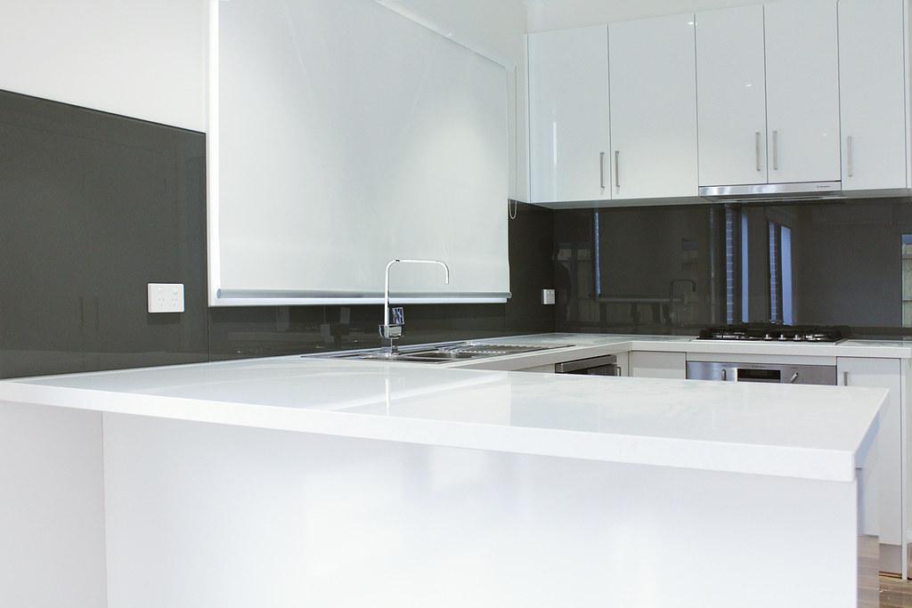 Grey Colour Kitchen Glass Splashbacks   White Stone Bench Top   Ocean Grove