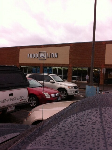 Exterior of Food Lion