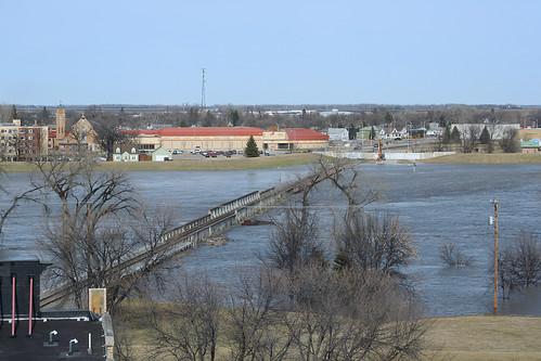 bridge water minnesota flood northdakota redriver bnsf grandforks railroadtrack eastgrandforks grandforkssubdivision