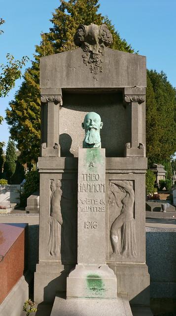Bruxelles, Belgique: cimetière d'Ixelles, tombe de Théo Hannon, poète et peintre; buste par Jules Lagae (1822-1931)