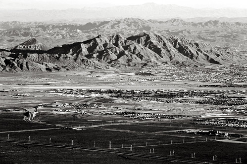 gasspeak clarkcounty lasvegas southernnevada lasvegasrange sheepmountains mojavedesert landscape arid bw black white dry october hiking nature outdoors canon 5d markii