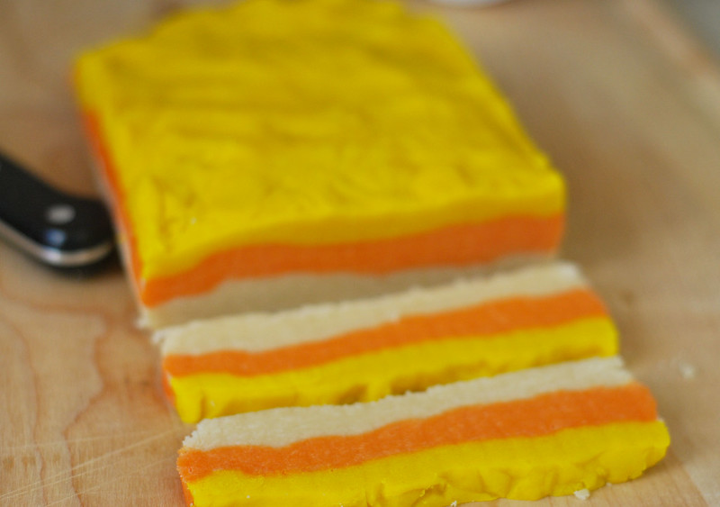 Candy Corn Cookies - sugar cookies that look like candy corn! The cutest cookies for Halloween parties.