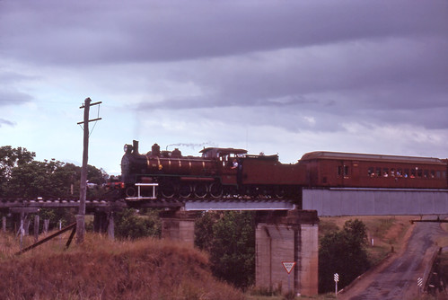 bridge heritage history film landscape transport tracks australia slide trains scan steam qld passenger aus railways om2 kodachrome64 kandanga olympusomsystem maryvalley epsonperfection1640su 35mmfilmslrcamera zuiko50mmautof14lens clerestorycoachaustralianstock