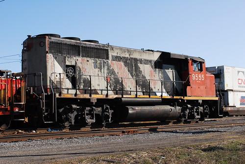 railroad ontario canada cn nikon gm diesel belleville rear rail railway locomotive d200 mccord railyard gp unit cnr generalmotors geep emd zebrastripes 9555 gmdd gp402lw 4axle ianmccord ianamccord
