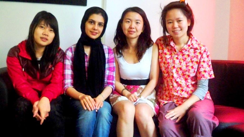 หญิงหลากหลายสีผิว ชาวเอเซีย ผิวขาว ผิวดำ ผิวเหลือง