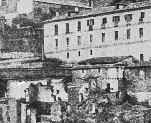 Columna en el antiguo altar de la Iglesia de San Juan de los Caballeros junto a la Fonda de la Caridad. Detalle de una fotografía de E. K. Tenison en 1852