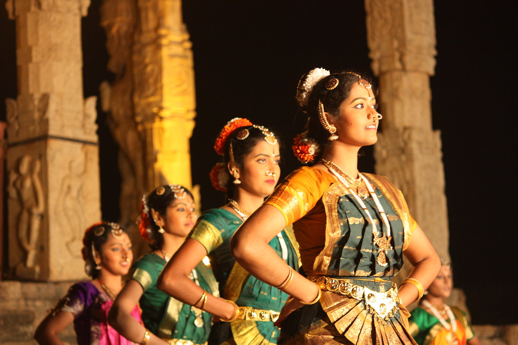 Thanjavur, Brihadishwara Temple, Bharatanatyam dancers | Flickr