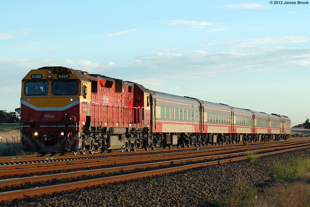 N469 at Donnybrook with 8625 by James Brook