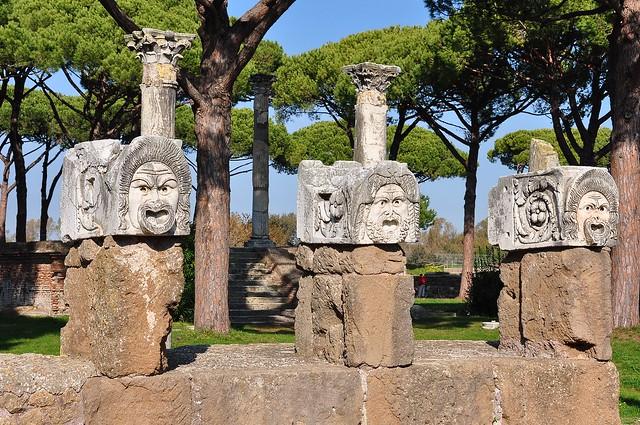 Mascheroni Teatro Romano - Ostia Antica (Roma)