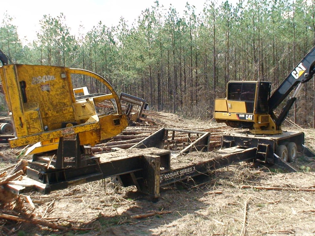 2010 CAT 559B Knuckleboom Loader with CSI 264 Delimber and