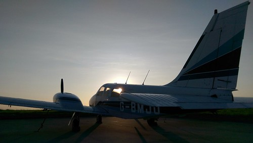 ireland sunset sky sun training evening cork flight atlantic planes piper airports seneca pa34 corkairport gbmjo