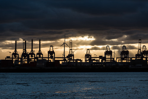 2017 24120mm d750 elbe hamburg nikon architecture clouds cranes harbor silhouettes sky sunset