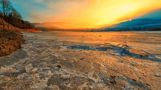 Le lac gelé s'embrase