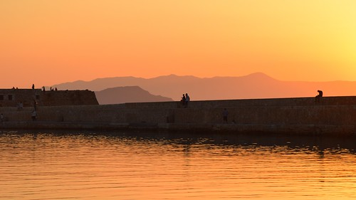sunset chania hania xania canea harbour chaniavenetianharbour hills air layers weather orange silhouettes people calm peaceful tourists landscape wall view colours sea water reflections mediterranean island crete kreta kriti greece greek summer