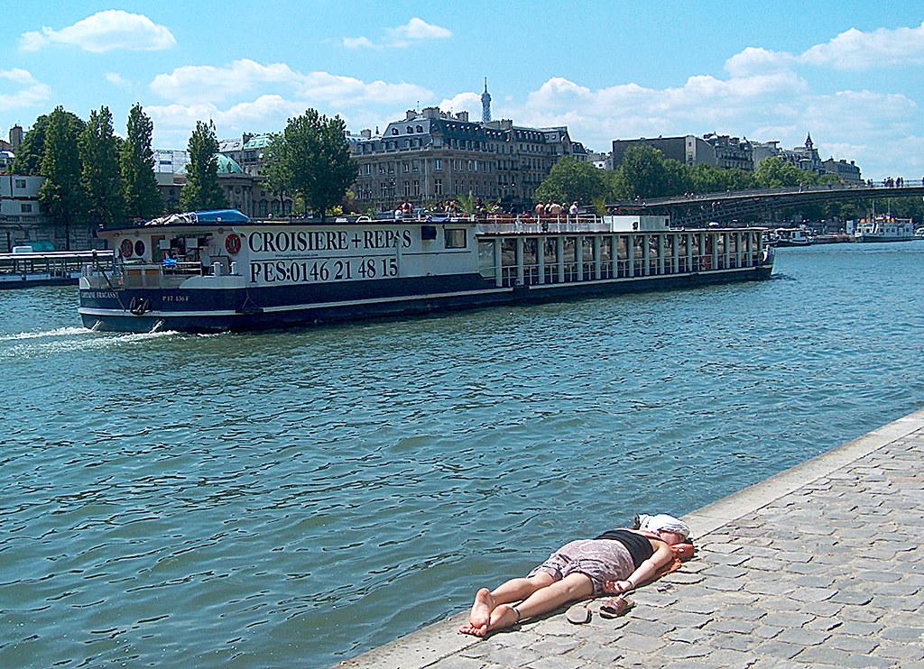 Paris Quai 03