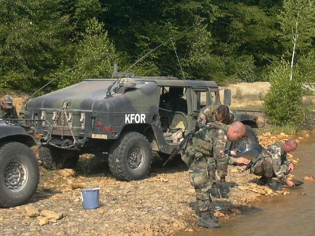 UMUC geology field trip panning stop | KFOR solders as stude