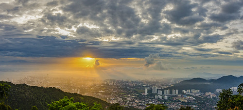 panorama sunrise georgetown malaysia penang 雲 penanghill 天空 penangisland komtar penangbridge 日出 全景 bukitbendera pulaupinang my 戶外 槟城 檳榔山 tokina1116mmf28 tokina1116mm 槟城大桥 升旗山 乔治市 nikond7000 penang2ndbridge 槟城第二大桥 光大大厦 ahweilungwei
