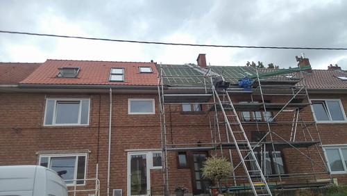 Facciata lato strada (anche il vicino vuole il tetto nuovo)