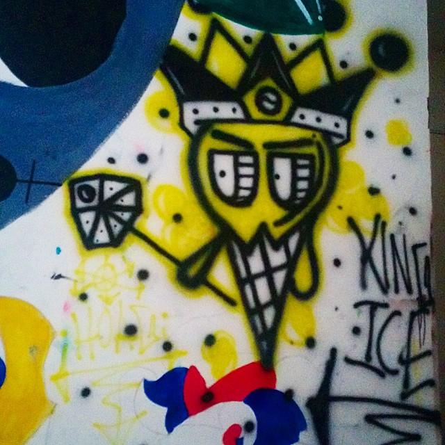 👑Want to buy some gear or customized shoes. Go to www.hoagshop.bigcartel.com #streetphotography #buildinggraffiti #graffitiart #art #streetart #handmade #instagraffiti #street #graff #animation #urban #wallart # #aerosol #spray #wall #mural #murals