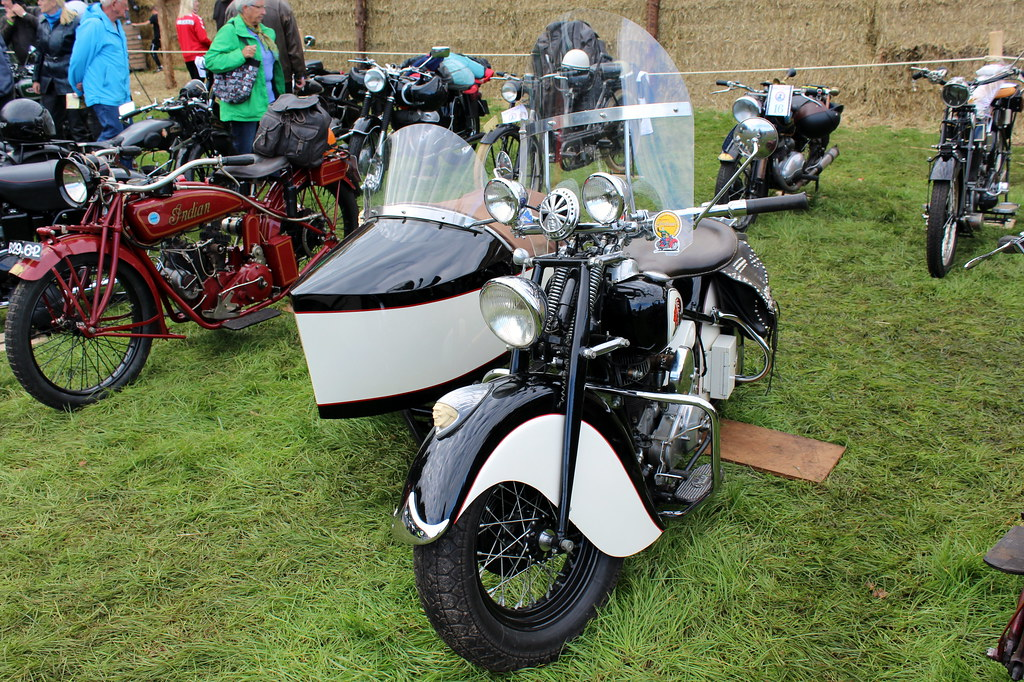 1947 Indian Big Chief and sidecar | 1947 Indian Big Chief an