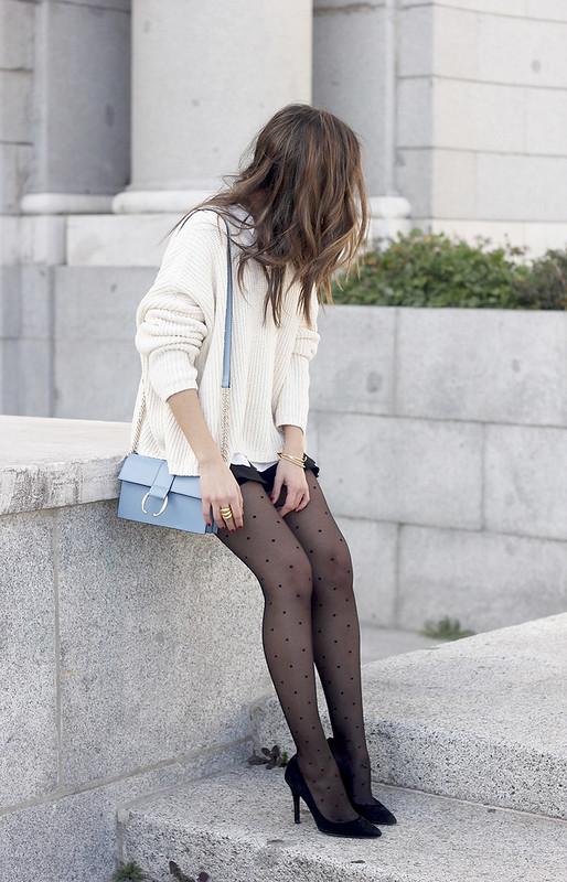 shorts with ruffles white sweater black heels uterqüe bag 01