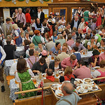 Die meisten Besucher gab es zu einer Jubiläums-Wiesn: Etwa 7,1 Millionen Menschen besuchten das Oktoberfest im Jahr 1985