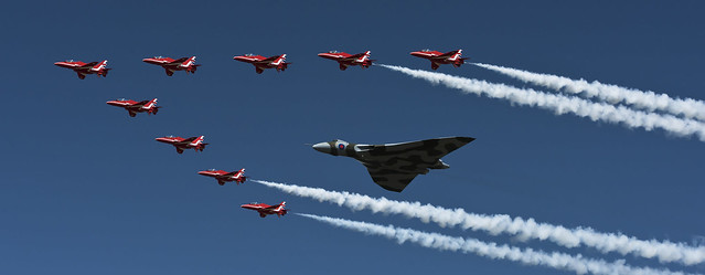 Vulcan & Red Arrows - Performing her last ever RIAT