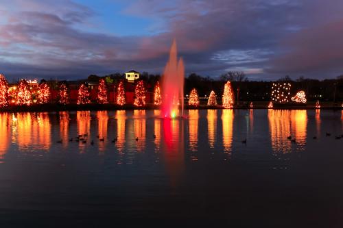 christmas fountain reflections season northcarolina christmaslights mcadenville thomasedison christmastown mcaden christmasseason