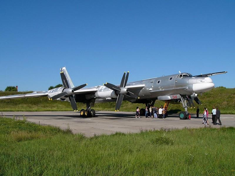 Tupolev Tu-95 katsoo Karhu 4