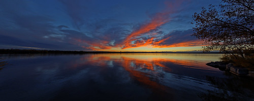 f4a9323dxosrgb cherrycreekstatepark colorado usa canon5dsr ef15mmf28diagonalfisheye defished dxoopticspro1051 allrightsreserved copyright2015davidcstephens cherrycreekreservoir cherrycreeklake lake water sunset sky clouds redclouds bluesky reflection pano panorama getty