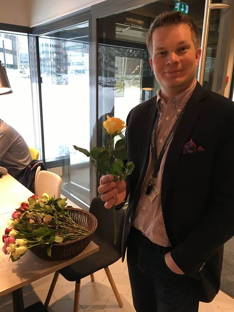 Happy Woman's day to everyone and especially to Anna-Mari! It was a pleasure to deliver roses to all wonderful ladies passing the Karaportti Dreams Cafe today!