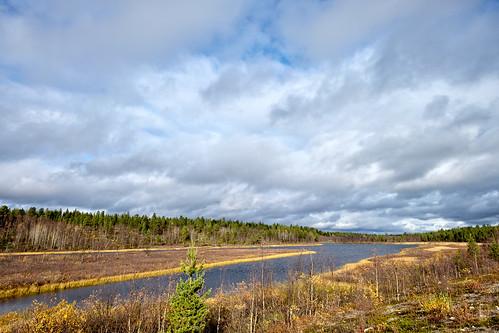 autumn lake forest landscape se cloudy sweden outdoor lappland sunny lapland sverige scandinavia biketouring karesuando sápmi norrbottenslän xf14mmf28r xf14mm fujinonxf14mmf28r fujifilmxt10