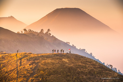 Mount Prau Sunrise | by reubenteo