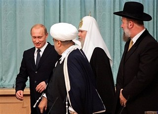 President Vladimir Putin, chairman of Caucasian Muslims Haji Allahshukur Pashazadeh, Russian Orthodox Church Patriarch Alexy II and Israel's chief rabbi Yona Metzger speak