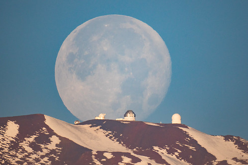 maunakea hawaii hilo astronomy telescope telescopes bay bayfront coconut island liliokolani bigisland moon moonset thephotographersephemeris tpe nikon 1000 1000mm f11 mirror