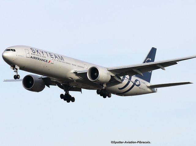 Air Fance (SkyTeam). Boeing 777-328(ER).