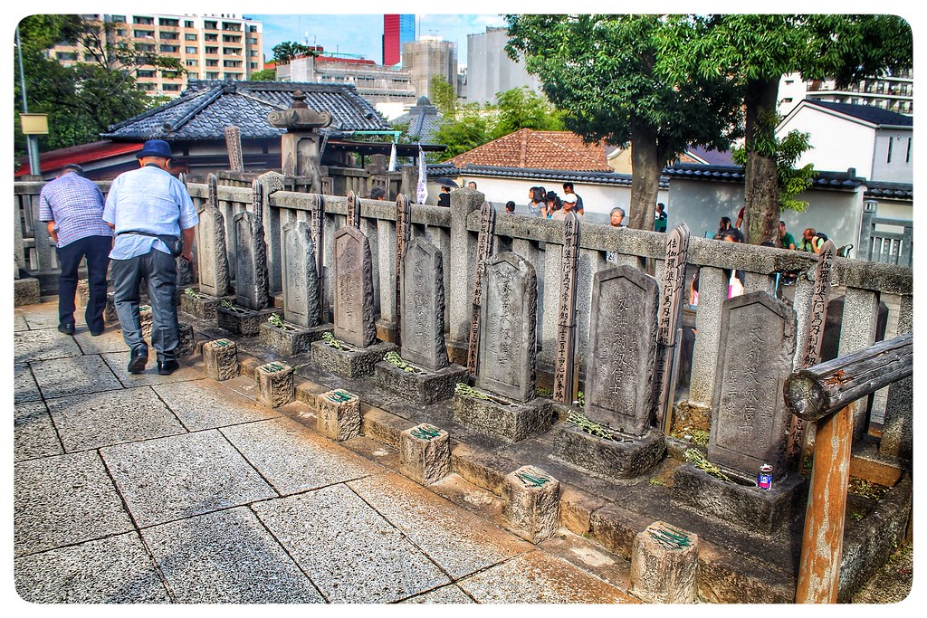 Laying Incense on the Graves of the 47 Ronin | December 14th… | Flickr