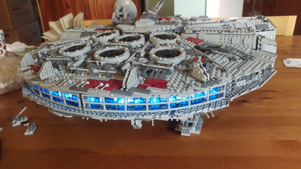 Lighting the UCS Millennium Falcon | Adding lights to my mil… | Flickr