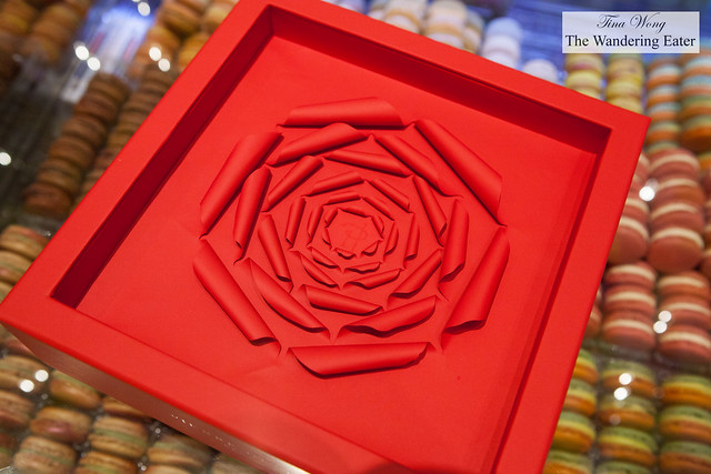 Italian handmade rose gift box for macarons