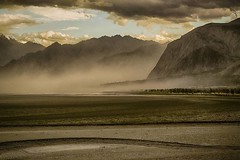 Hunza is for the tourist. Shigar is for the traveler. There is so much to explore and while it might not be beautiful in the traditional sense, its something to be experienced rather than seen. Here's a desert storm in shigar. . . . . . #stepoutside #etri