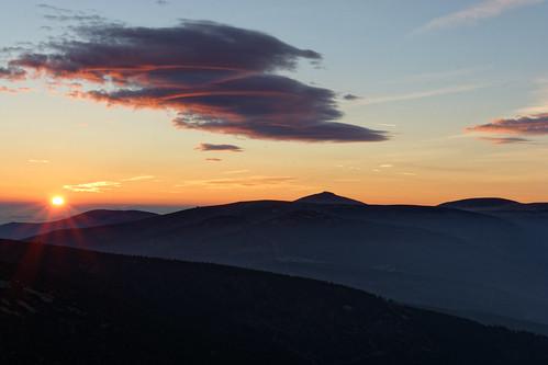 oblačnost krkonoše sněžka karkonosze východslunce sunrise sky clouds riesengebirge