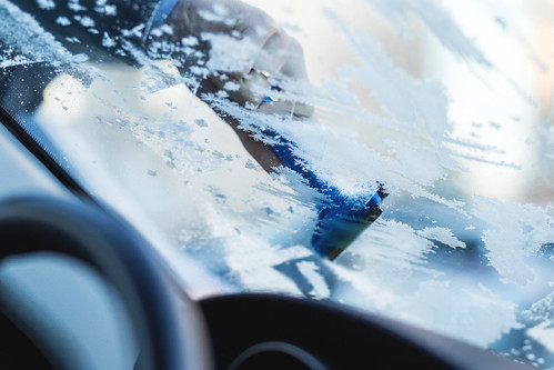 Removing frost from car windshield | by freestocks.org
