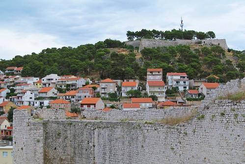 fortress šibenik szybenik croatia wall architecture houses hill history travels